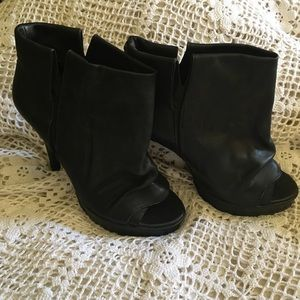 Dolce Vita Black Leather High Heeled Boots  7 1/2